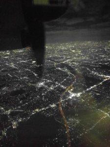 大阪の夜景。フィットネスの向こう側。人々の暮らし。